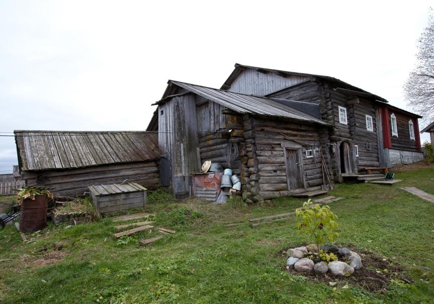 Restaurert langhus i Paanozero (Paanajärv), Karelen, bygd i 1896.