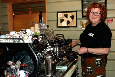 Hanne Birgitte Arntzen driver handelsstedet Forvik. Foto: Ann Kristin Klausen
