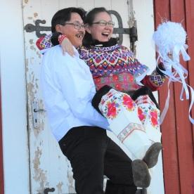 Nikolai Aronsen og Nina Jørgensen i Upernavik, Grønland. Foto: Beate Heide